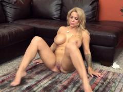 naughty-hot-babe-alyssa-lynn-loves-to-fuck-hard