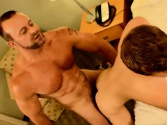 casey-williams-and-billy-london-are-sharing-a-hotel-room-a