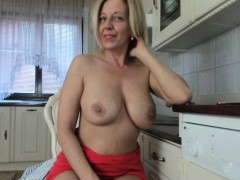 perfect-blonde-camslut-will-make-you-a-bonner