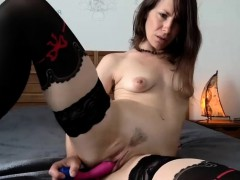 Hot Sexy Brunette Camgirl Toying Solo