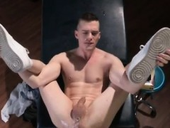 Naked Muscle Gay Porn In Brian Soaks His Pipe In Oil And Pus