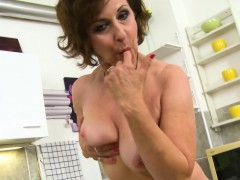 europemature-granny-dana-beranova-solo-playing