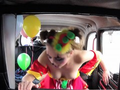 amateur-teen-clown-bangs-in-fake-taxi