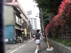hot-asian-pees-in-alley