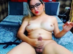 sexy-tranny-babe-play-her-cock-on-webcam
