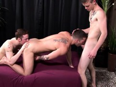 muscle-twink-threesome-and-cumshot