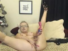 blonde-mom-with-glasses-masturbating