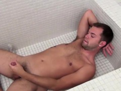 20-year-old-horned-up-preston-ettinger-gets-in-the-tub