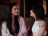 Lesbian Holly Hendrix fucks milf India