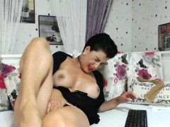 hot-naughty-shaved-camwhore-is-having-fun-all-by-herself