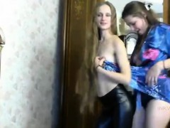 twins-girls-webcam-amateur-lesbian-homemade-2010