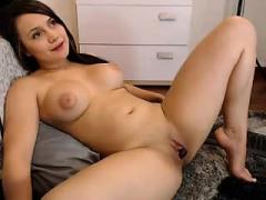 Babe Allysonlittle Fingering Herself On Live Webcam