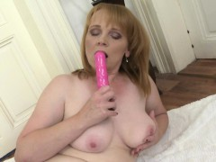 amateur-mature-lady-loves-her-pink-toy