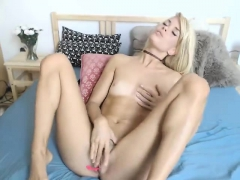 horny-blonde-masturbate-and-squirt-in-webcam-chat