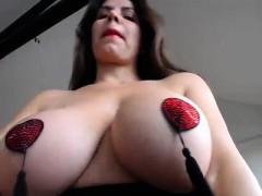 black-girl-with-huge-boobs-masturbate