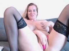 babe-xxxwildcatxxx-flashing-boobs-on-live-webcam