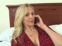 Julia Ann is ready to have cum on her tits