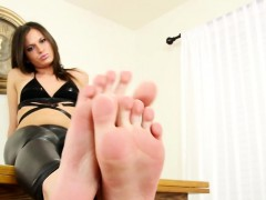 Solo Feetfetish Ts Curls Her Toes