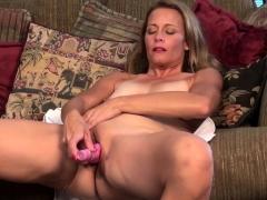 american-housewife-fingering-herself
