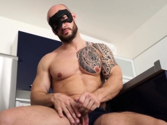 tattooed-muscle-guy-david-boss-jacking-it-well-until-cumshot