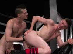 Big Muscles Fisting Gay Axel Abysse And Matt Wylde Bathe