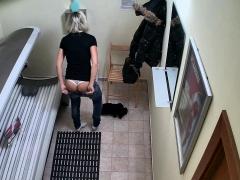 blonde-beauty-secretly-fingering-pussy-in-public-solarium