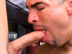 pics-of-gay-police-men-sucking-18-yr-old-caucasian-male