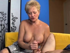 milf-babe-decides-to-offer-her-best-on-first-date