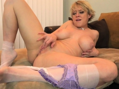 american-milf-dee-williams-shares-her-wonderful-pussy