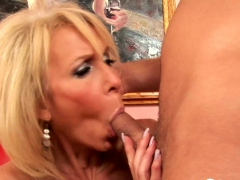 Younger Dude Loves To Fuck An Experience Woman