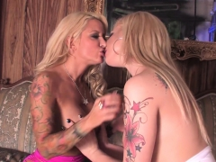 Helly And Dahlia Play Tonsil Hockey And Lick Pussys