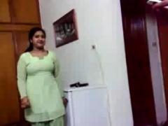 amateur-indian-masturbates-her-desi-pussy