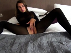 gorgeous-mom-goddess-in-solo-fingering-and-masturbation