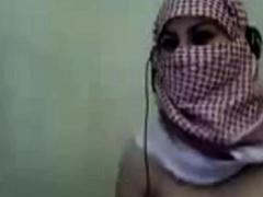 palestine-arab-hijab-girl-show-her-big-boobs-in-webcam