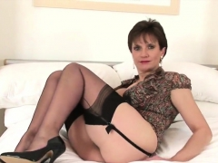 Unfaithful uk mature lady sonia presents her huge melons67Rp