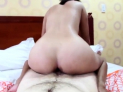 Hairy-pussy Filipina Amateur Poses Naked Before Getting