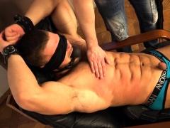 muscle-bodybuilder-spanking-and-cumshot