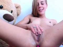 amateur-teen-camgirl-masturbates-and-shows-pussy-on-webcam