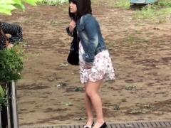 japanese-pissing-babe