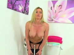 british milf holly kiss dildo bangs her hungry muffin
