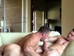 muscle-son-flip-flop-and-cumshot