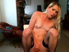 small tit milf nails on webcam