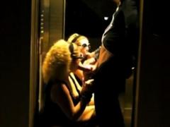 une petit coup dans l ascenseur