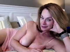 fingering-wet-hairy-pussy-on-webcam-show