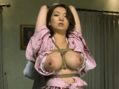 Naked eastern Mio Takahashi in oral sex action