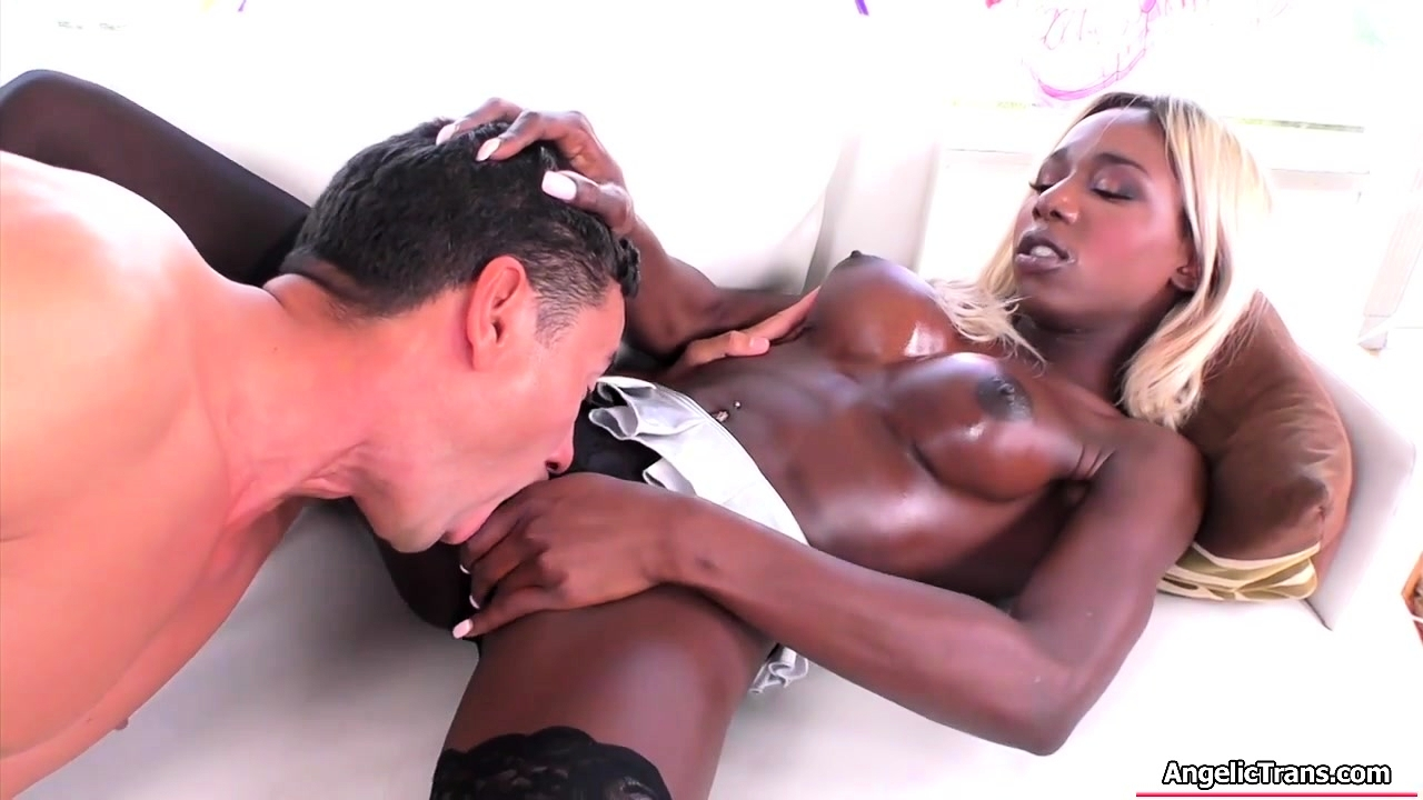 Sexy ebony TS Kendall Dreams licked and barebacked by her bf