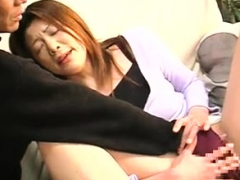 amateur-tunisian-milf-fingering-her-hairy-pussy