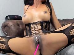 ebony-slut-in-stockings-rubs-her-pussy