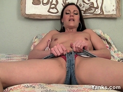samantha-has-all-the-experience-a-milf-usually-does-and