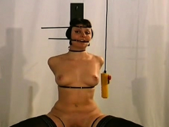 sexy-hotty-is-drilling-her-pussy